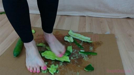 Emma's Barefoot Cucumber Crush