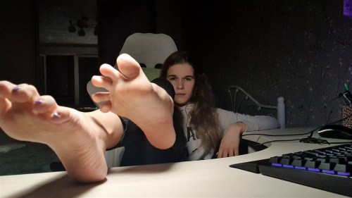 Russian Gamer Girls Sexy Feet