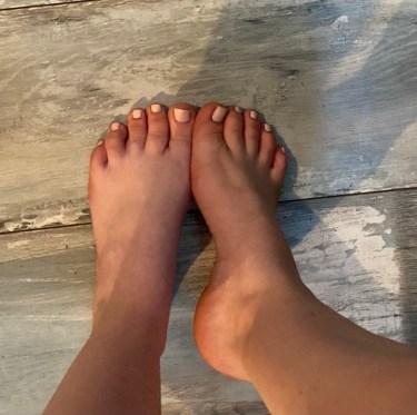 Goddess Velvet Foot Model