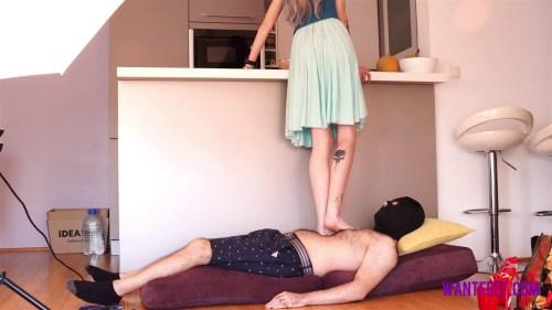 Cinderella Likes Barefoot Trampling