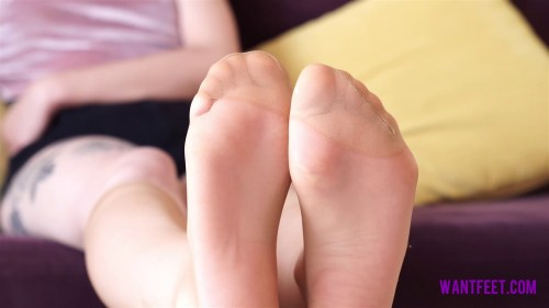 Vikys Sexy Feet in Nylons
