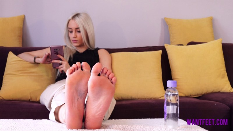 Jasmines Oily Feet
