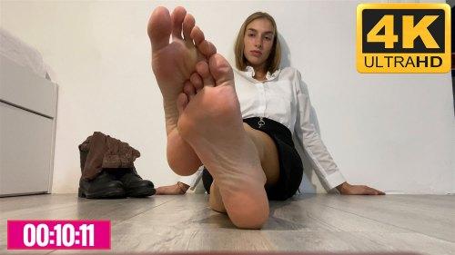 Lisas Sweaty Boots Feet