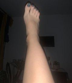 alison foot model