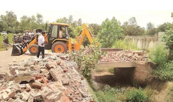 سماج وادی پارٹی ایم پی اعظم خان کے بیٹے کے ریسورٹ کی دیوار رام پور انتظامیہ نے توڑ دی
