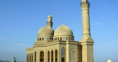 آذربائیجان کی مسجد سنی۔ شیعہ اتحاد کاثبوت، ہر جمعہ کی نماز ایک ساتھ پڑھتے ہیں مسلمان و شیعہ