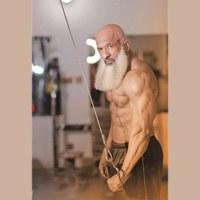 60 سالہ باڈی بلڈر استاد عبدالوحید سے  ملیے