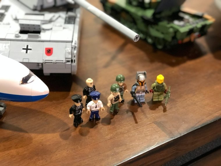 COBI Mini-figs Vs LEGO mini figures