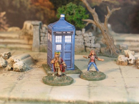 Doctor Who, Assistant and Tardis 15mm