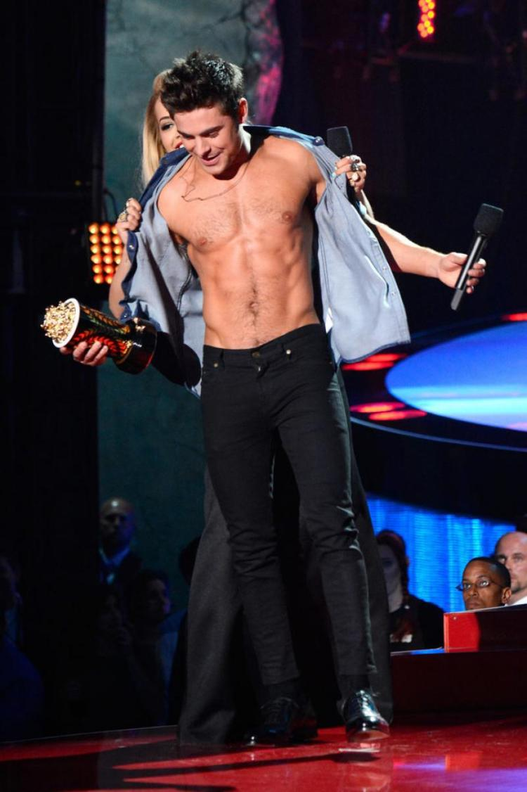 WTFSG-Zac-Efron-Shirtless-2014-MTV-Movie-Awards-1