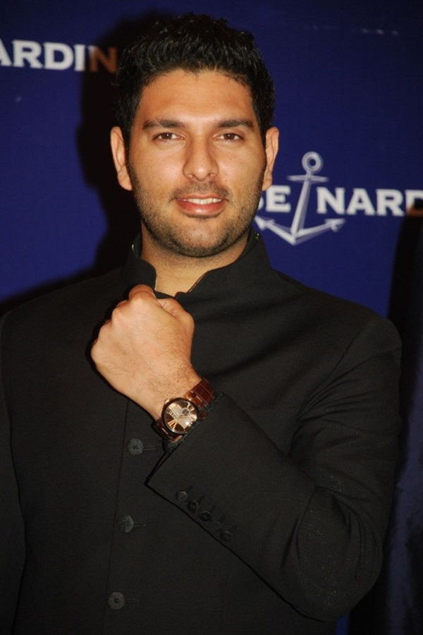 WTFSG_ulysse-nardin-limited-edition-yuvraj-executive-dual-time_3