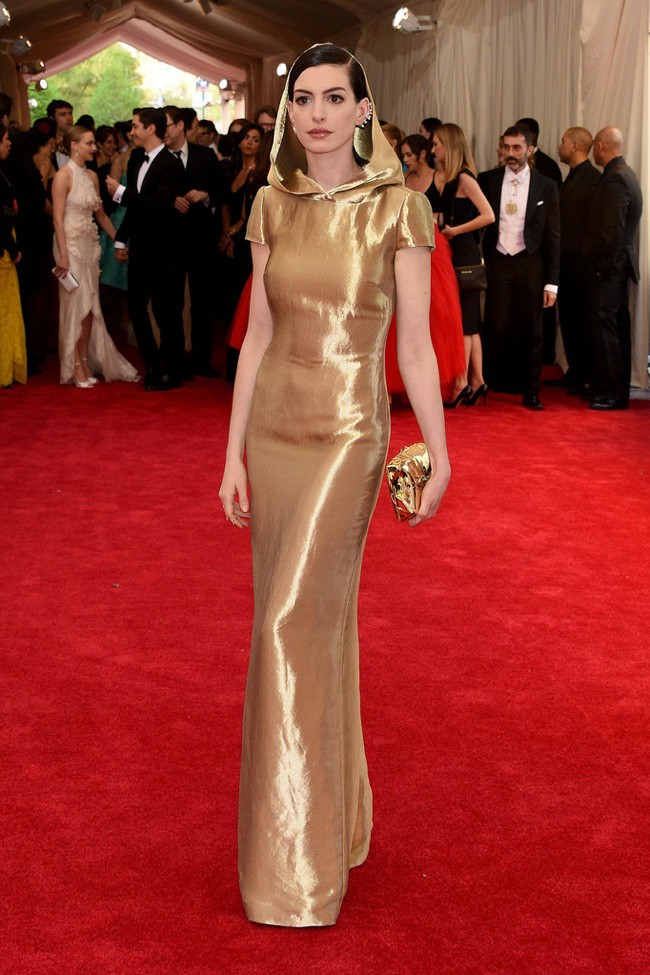 WTFSG_2015-met-gala-red-carpet-style_anne-hathaway