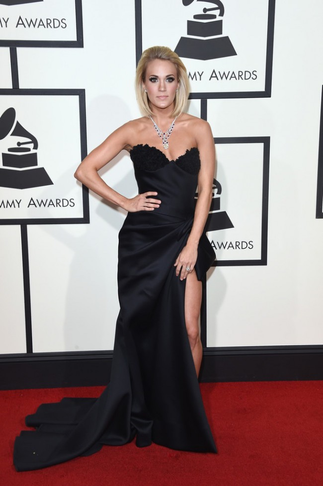 WTFSG_2016-grammy-awards-red-carpet_Carrie-Underwood