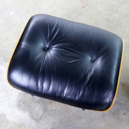 Vintage Eames Lounge Chair & Ottoman in Black Leather & Rosewood for Herman Miller