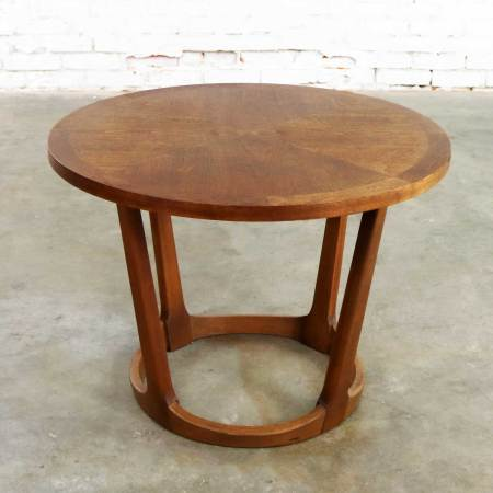Mid-Century Modern Lane Round Drum End Table 997-22 from the Rhythm Collection