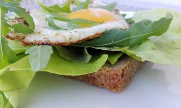 Śniadanie na szybko z jajkiem