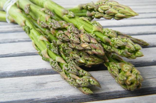 Placki ziemniaczane z sosem szparagowym