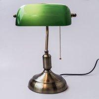 10 adventiges of Bankers lamp green   Warisan Lighting