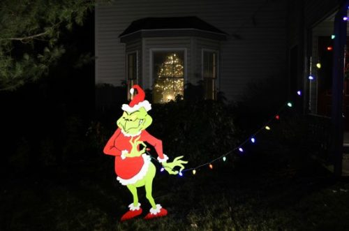 Grinch Stealing Christmas Lights.Grinch Lights On House
