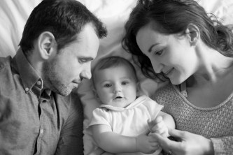 Black and white photograph of a baby girl and her parents by Anna Hindocha/Warm Glow Photo.