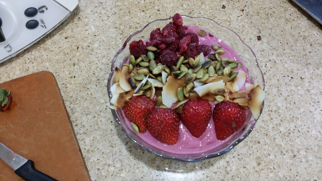 Raspberry Smoothie Bowl with Nutbutter
