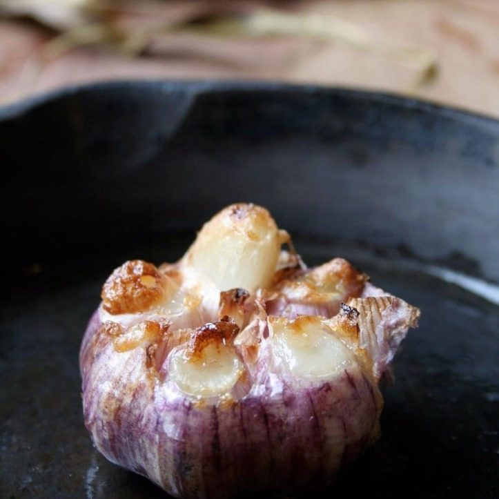 How delish is roasted garlic! Nutty garlic paste warm on crusty bread with a pinch of salt and pepper. Oh yeah. Get some garlic heads or sarlic salts from @weyhillfarmgarlic this Saturday