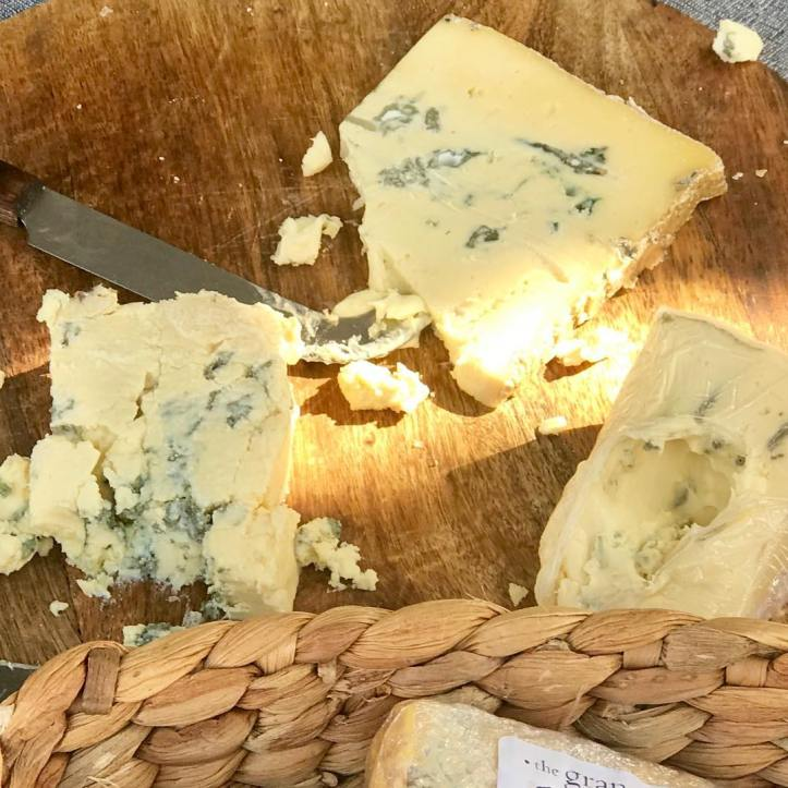 The @taragorivercheese tasting board was well and truly well visited by many this morning @warragulfarmersmarket! This beautiful blue cheese 🧀 is very popular up here in the local community, as a great success story of the wonderful produce being created in West Gippsland. SF produce#bluecheese