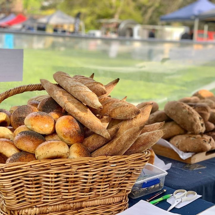Wood fired fresh bread! Come and see Cheryl @cannibalcreek_wood_fired_baker