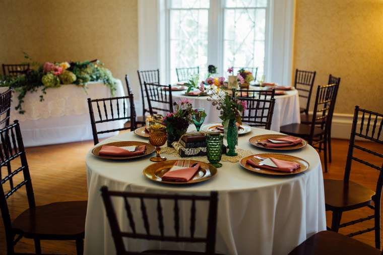 Vintage inspired tablescapes at Warrenwood Manor wedding reception