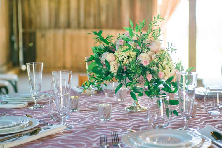 Pink & ivory tablescape by Bryant's Rent All and Stems LLC. Photo by Keith & Melissa Photography