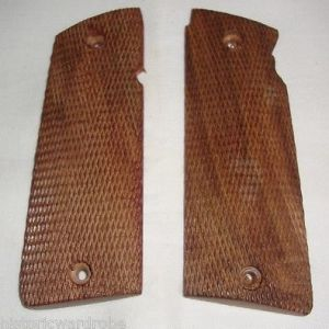 WWII Star Super Checkered Grip - Reproduction