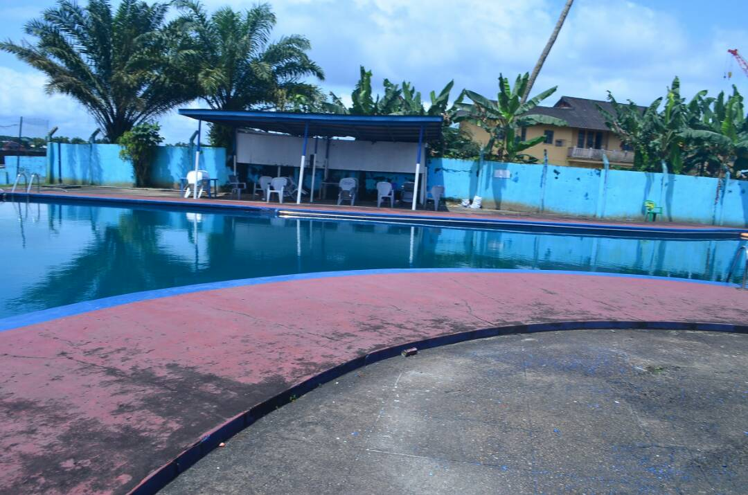 Relaxation and the easy life by the pool - Warri Club