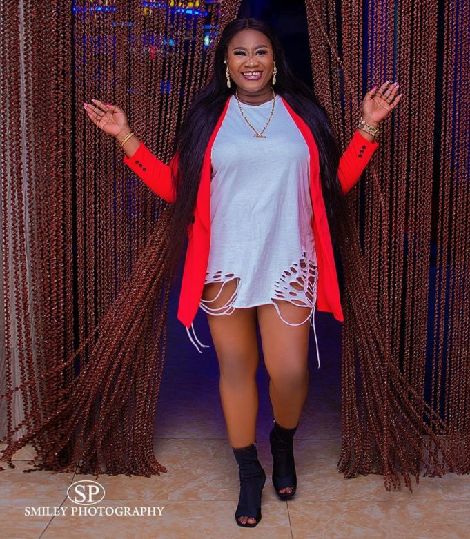 """""""Girls that ask men for money, wigs and bags are babies and materialistic"""" – Actress Yetunde Bakare"""