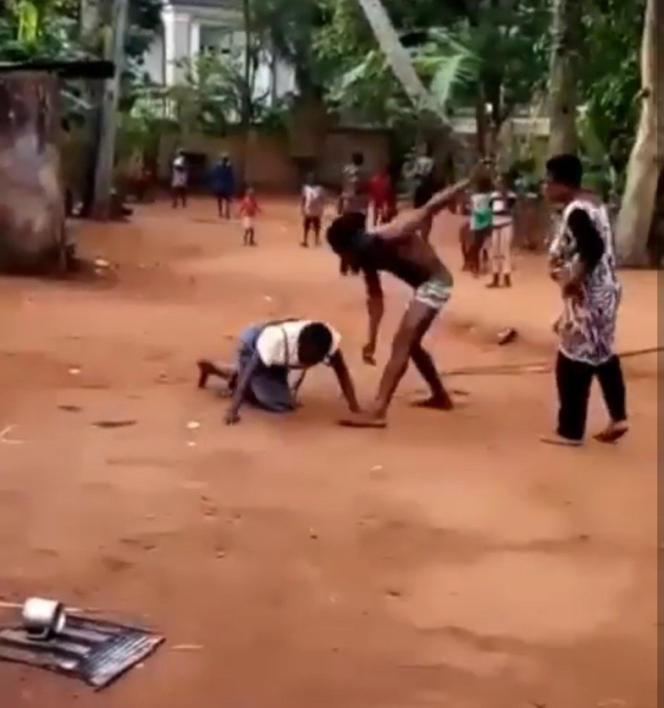 Man caught on camera flogging, boxing, and kicking an old woman in Anambra (video)