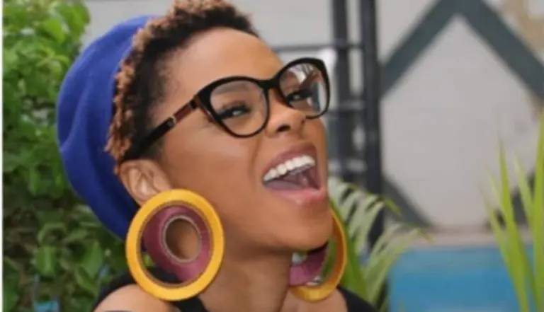 Days after dumping secular music, Chidinma Ekile storms beer parlour to preach the gospel