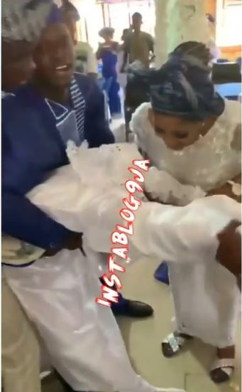 Moment couple went into trance while dancing on their wedding day (Video)