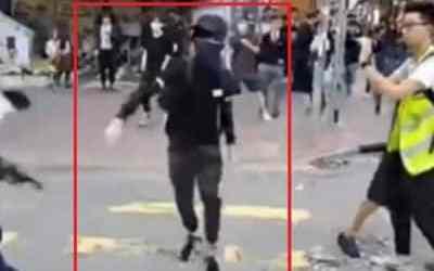 HONGKONGSKÍ POTESTUJÚCI ZAPÁLILI MUŽA ZA TO, ŽE NEPODPOROVAL PROTESTY