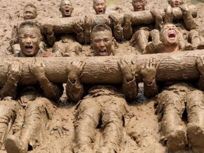 Многое в обучении китайского спецназа может показаться нам странным (http://www.pokazuha.ru)