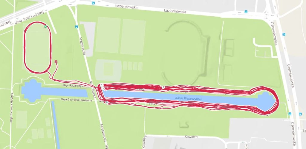 To niedzielny bieg. GPS Polar M600, który własnie testuję. I powiem Wam, że w takich fatalnych warunkach, rpzy takiej liczbie zakrętów, to jest najlepszy (obok V800) wynik jaki w tym miejscu zarejestrowałem.