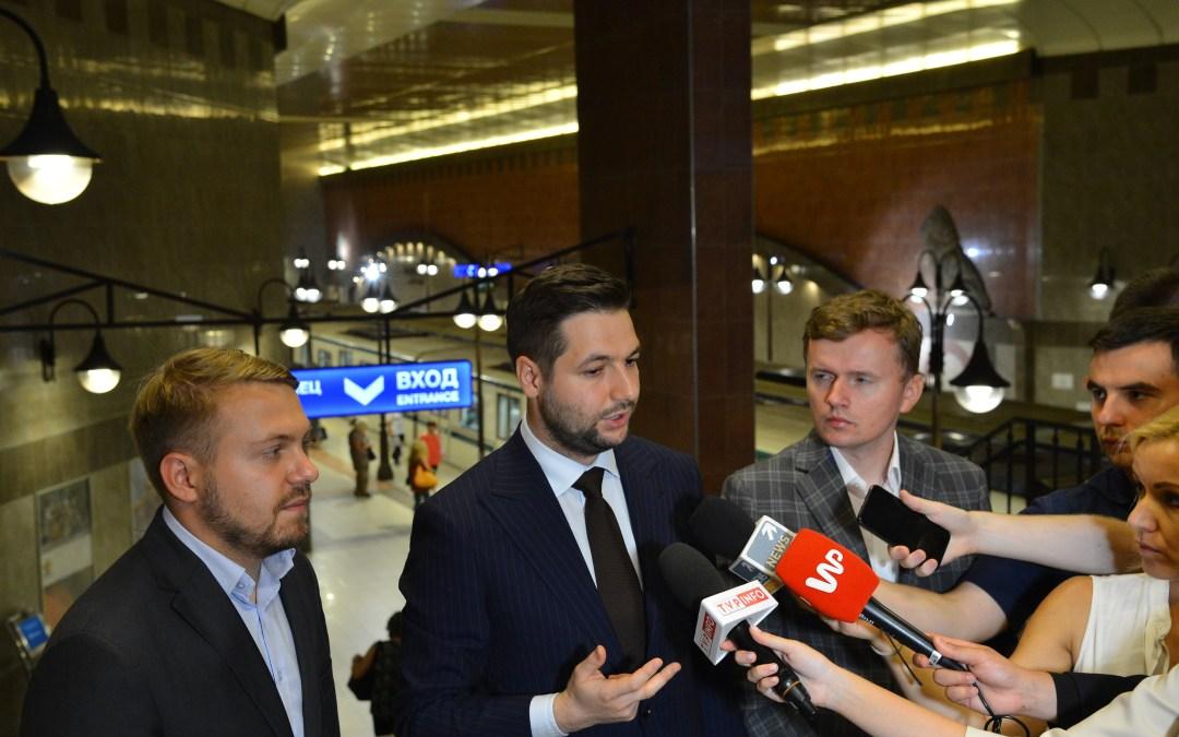 Patryk Jaki odwiedził metro w Sofii
