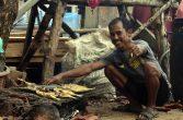 salah satu aktivitas ruitin masyarakat desa betok di festival karimata 2015 menyambut sail karimata 2016