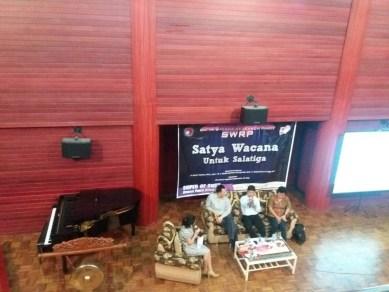 (Kiri-Kanan) Dina Rotua Valentina Banjar Nahor - Ferry F. Karwur - Bistok Hasihoalan Simanjuntak - Ariyanti Ina R. Hunga