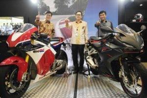 Honda CBR250RR vs RC213V-S