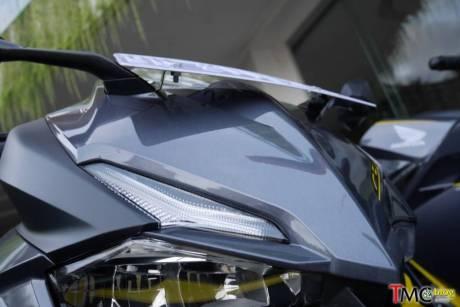 Posisi braket atau pegangan dudukan palt nomor Honda CBR250RR