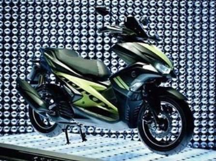 aerox-hitam-hijau-thailand-samping2