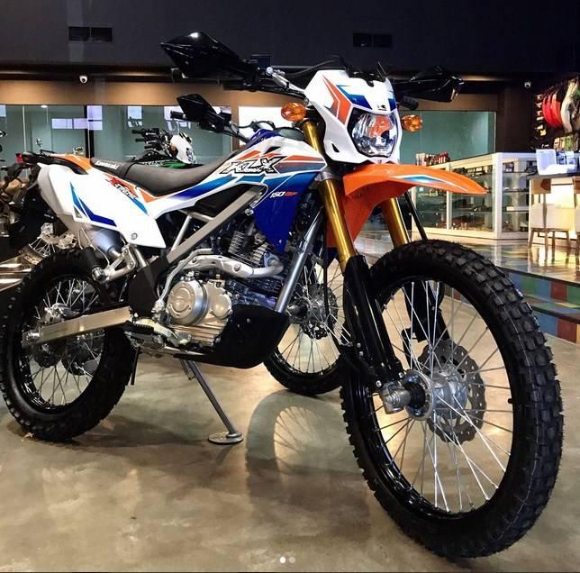 Kawasaki Rilis Klx150bf Extreme 2017 Wana Putih Biru Orange Harga