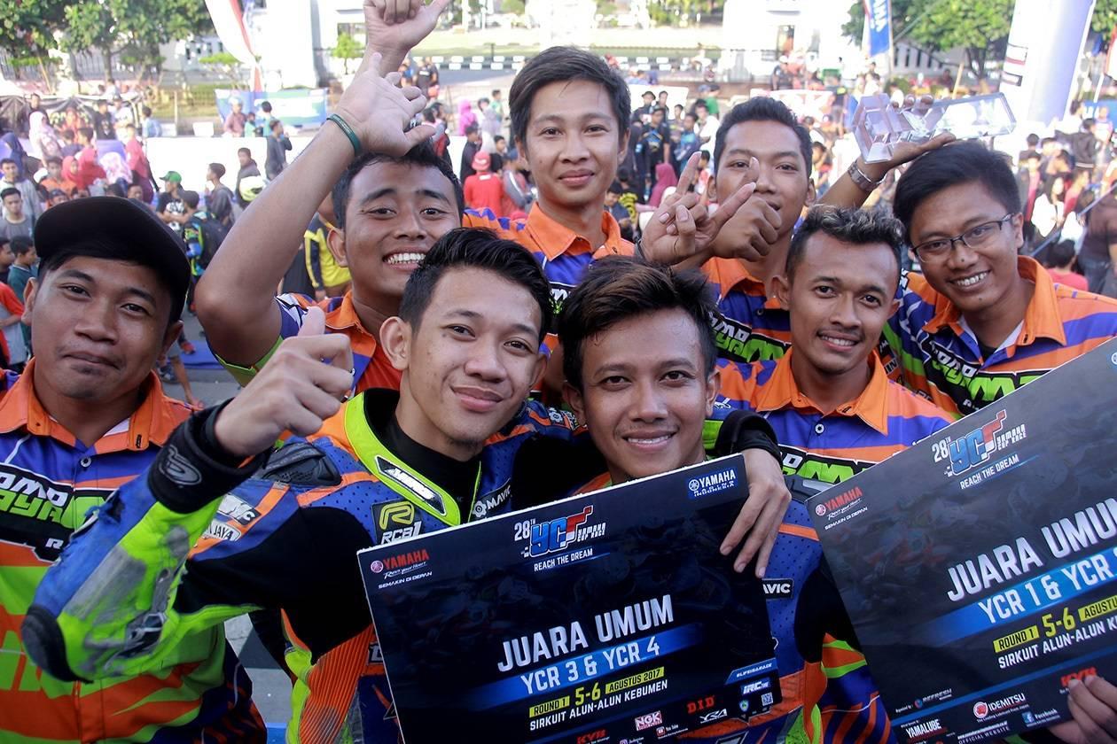 Pemenang Juara Umum Tim Privateer Kategor Seeded & Pemula, Tim Bromo Jaya Mix Dinnar Cahya FDR NHK RCB1 Kate Besama