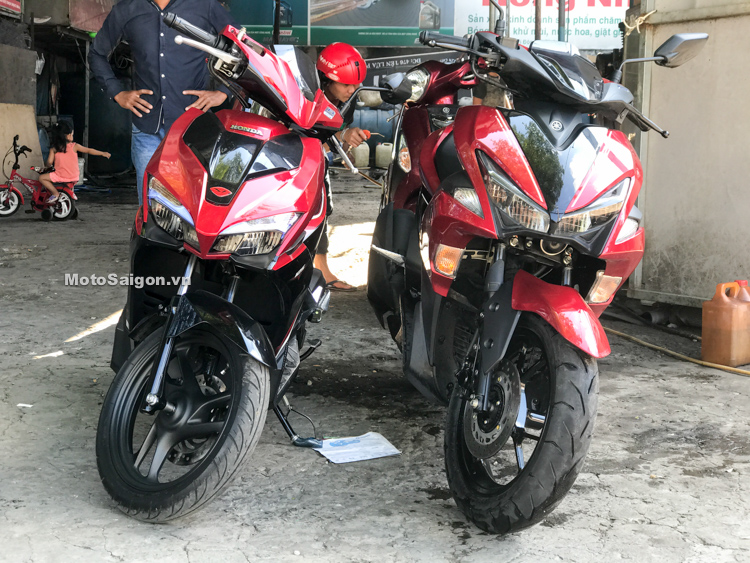 compare Yamaha NVX Aerox 125 vs Honda Air Blade 125