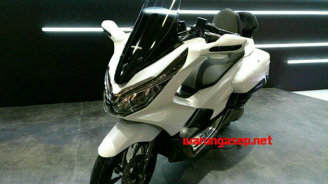 PCX Modif Touring Pakai Side Box dan Spion di Tebeng Depan, Pasti Banyak Diginiin Nih Nantinya...