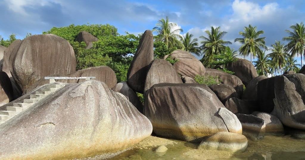 alif stone park,alif stone park indonesia,pantai alif stone park,lokasi alif stone park,alif stone park natuna,alif stone park kabupaten natuna kepulauan riau